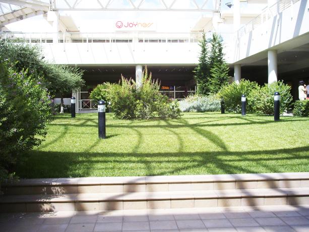 Centro commerciale Sedici Pini