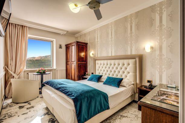 Camera Matrimoniale con Vista Lago Albano