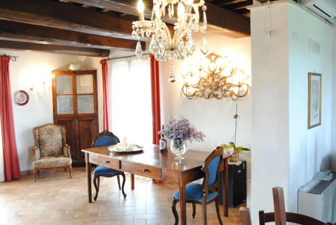 Elegante appartamento con mobili d'epoca