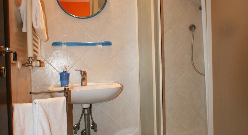 Bagno privato con box doccia B&B a Roma