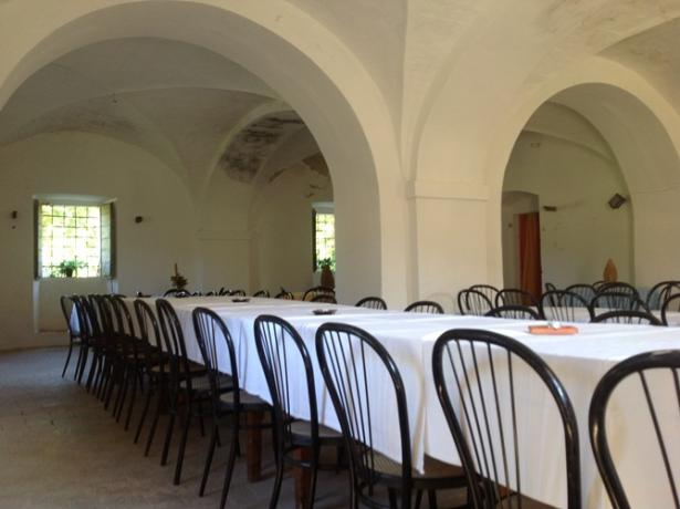 Salone ideale per feste e cene casale Marche