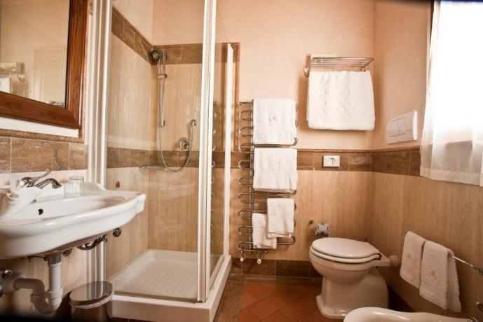 Camere Lago Trasimeno con servizi privati e doccia