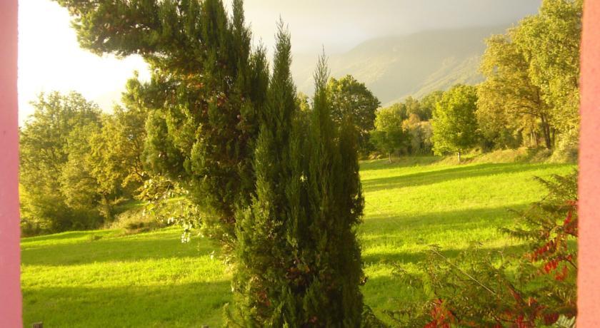 Casale con Appartamenti e Giardino vicino Frosinone