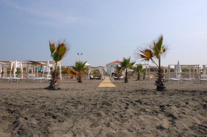 Hotel con Spiaggia e Animazione a Baia Domizia