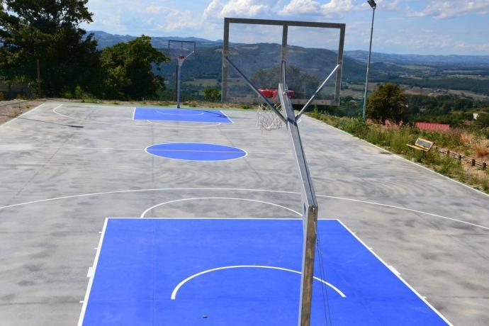 Casolare con Campo da basket privato