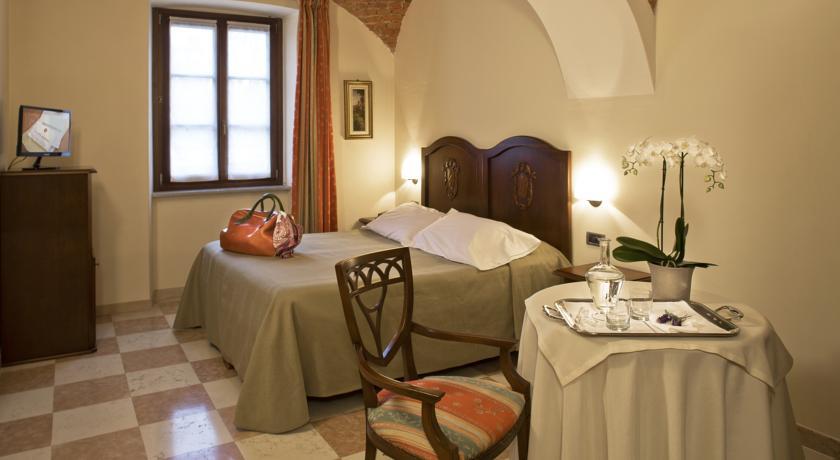 Colazione servita in Camera in Hotel vicino Cuneo