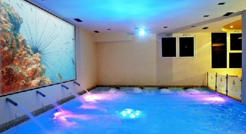 Hotel with Wellness Centre, Hotel Altopiano in Foligno: jacuzzi ...