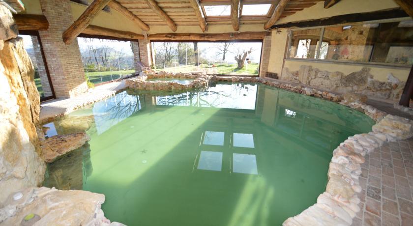 Piscina privata interna con idromassaggio villa esclusiva