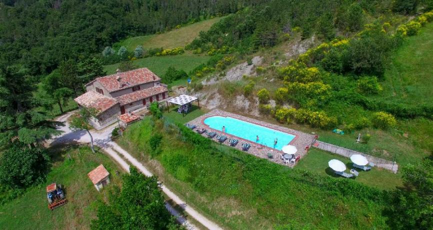 Agriturismo Gubbio con piscina ed immerso nel verde
