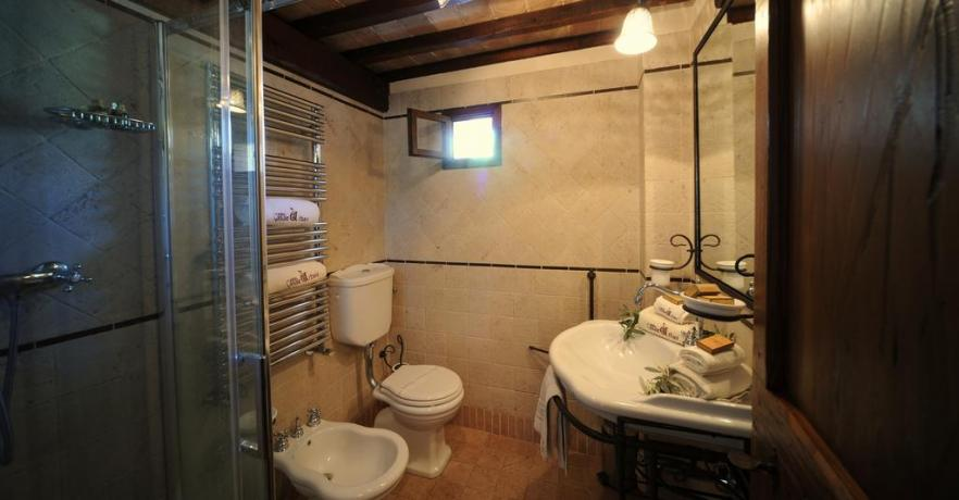 Bagno in Camera Antica Residenza in Umbria