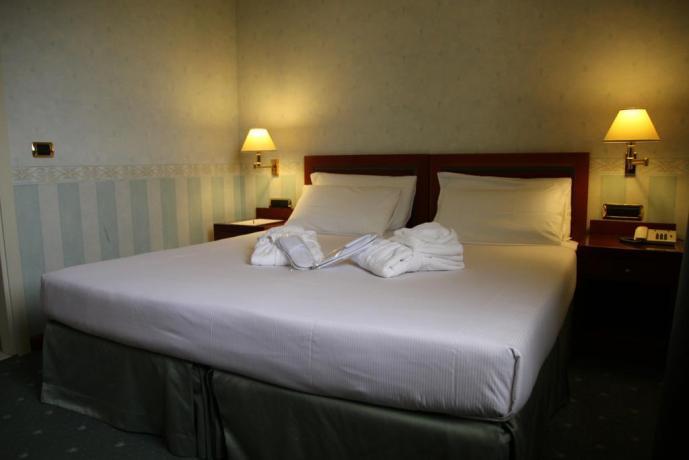 Camera matrimoniale con Aria Condizionata Hotel 3stelle