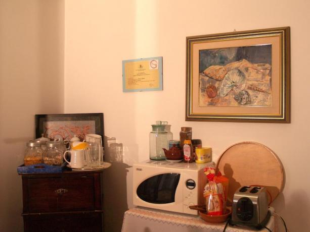 Area colazione nell'affittacamere a Roma