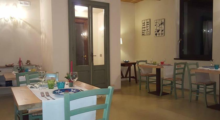 Agriturismo ristorante, piscina a Foligno