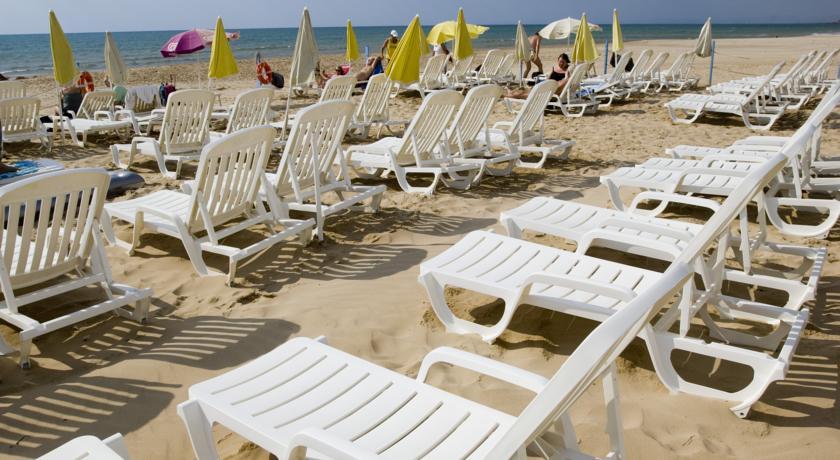 Villaggio con Spiaggia Privata a Scoglitti