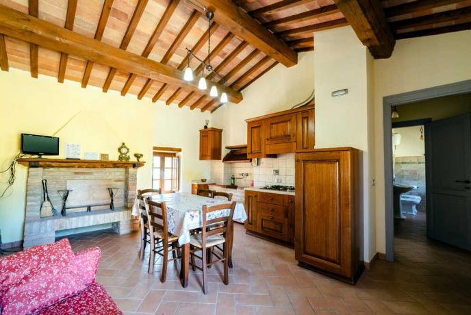 Cucina con Soggiorno in Casale a Collazzone