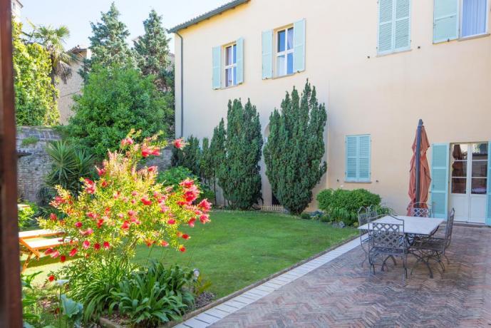 hotel Pesaro Urbino, vicino al mare con Giardino