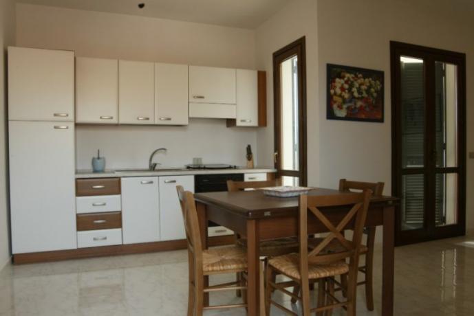 Villetta 6 posti: zona cucina-pranzo soggiorno