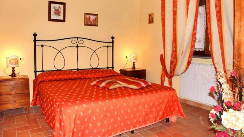 Camere Appartamenti Vacanza a Gubbio Piscina e Fattoria