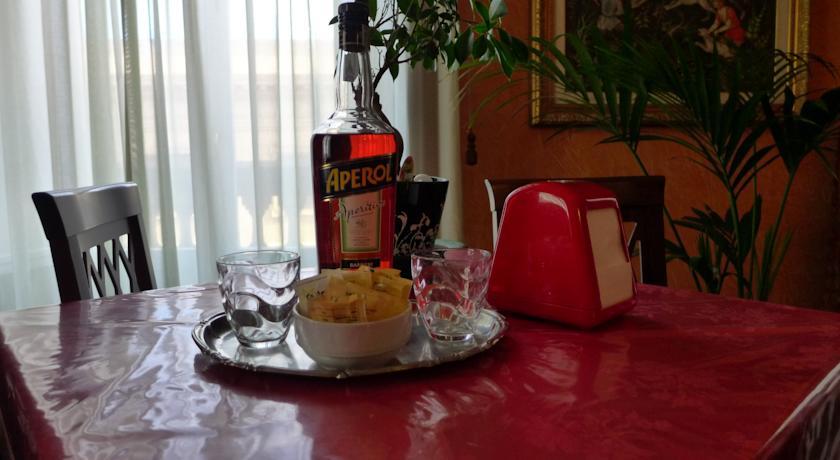 Aperitivo nel bar dell'Hotel a Palermo