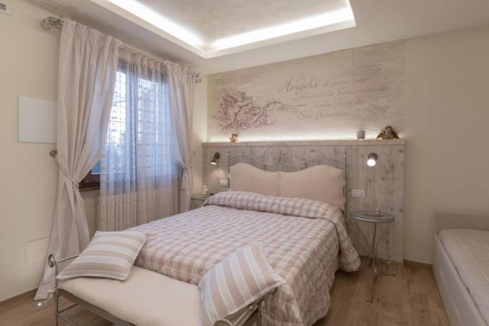 Camera Romantica piano terra Assisi