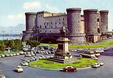 Stay near the Mainsights of Naples