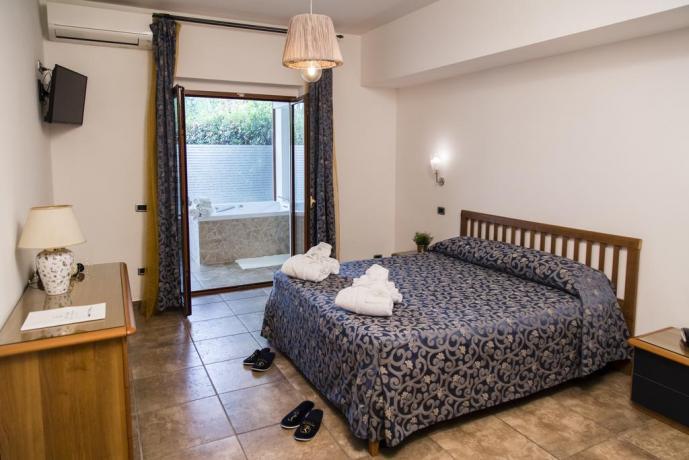 Suite-garden hotel4stelle terrazza privata vista piscina Battipaglia