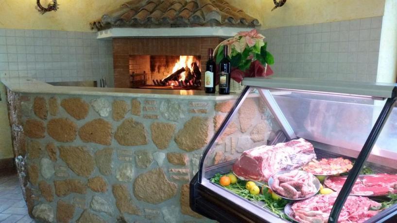 Agriturismo vicino Roma- ristorante con camino
