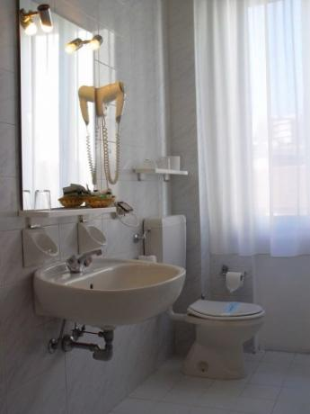 camere con bagno privato spazioso e moderno