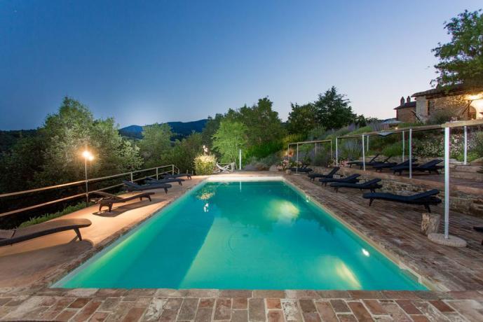 Relais con piscina vista panoramica Umbria