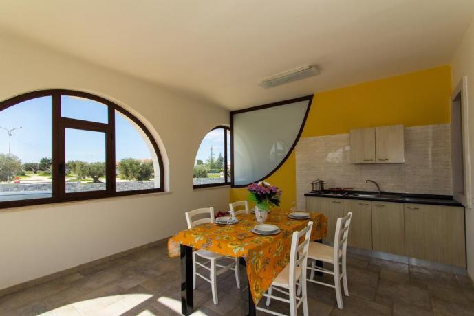 Appartamenti con soggiorno e finestra panoramica in Puglia