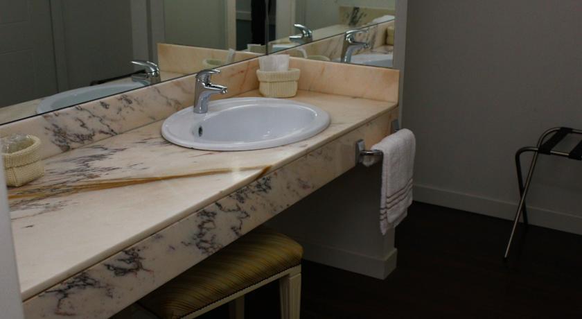 lavabo marmo di carrara hotel Arcobaleno Padova