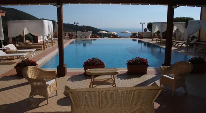 hotelilcolle-atortora-vistamare-piscinapanoramica-ristorantebiologico