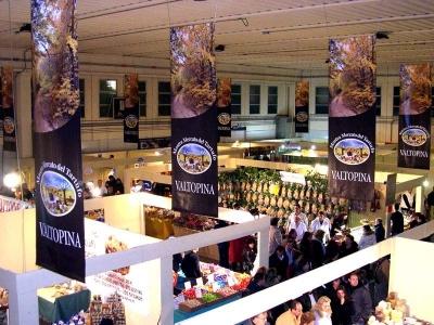 Stands alla mostra nazionale del tartufo