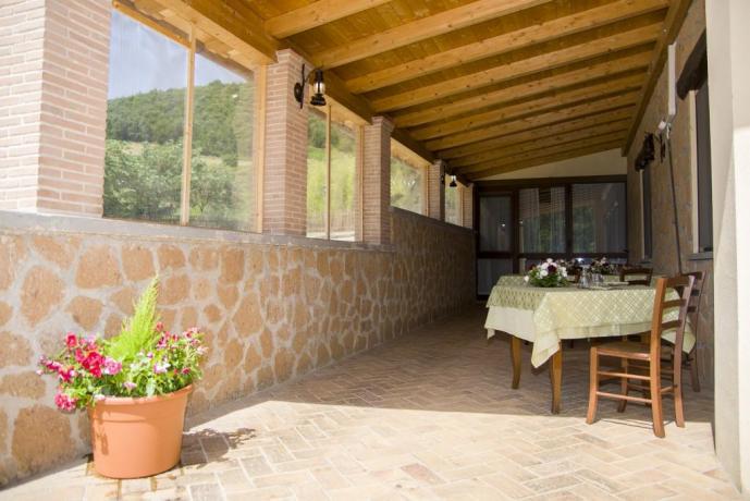 Agriturismo vicino Roma-sala nella veranda