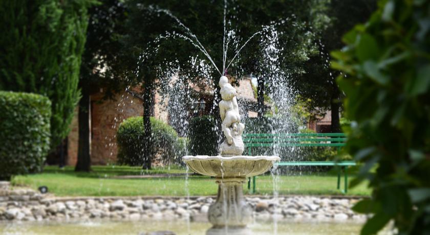 Fontana Cortile La Tenuta