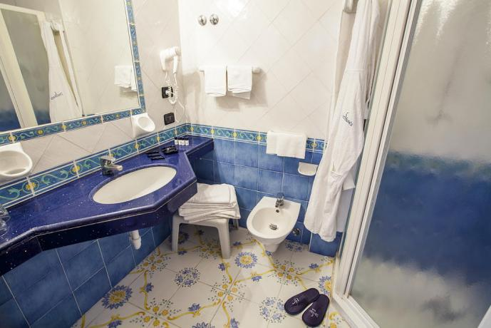 Bagno in camera con doccia Albergo ad Ischia