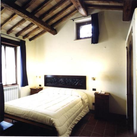 Camera Matrimoniale appartamenti vacanze casale Ospedalicchio