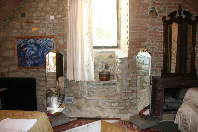Suite Gialla con camino relais Calenzano vicino Prato
