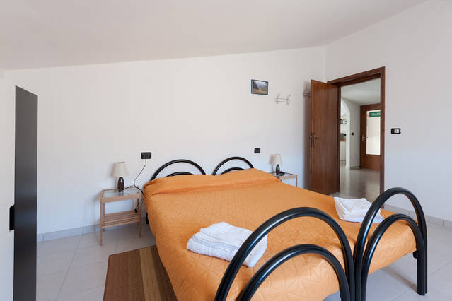 Bed-and-breakfast Valtaro: camera beige matrimoniale o 2 singoli