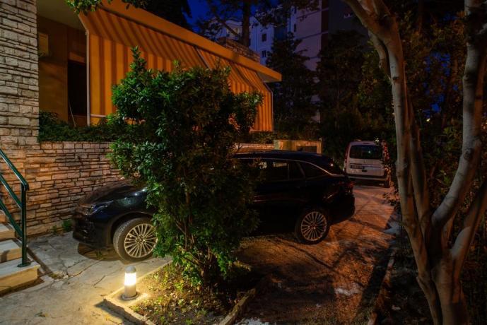 Villa con Parcheggio Custodito interno
