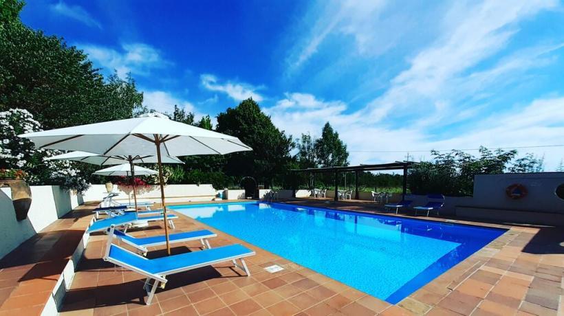 Casale con piscina e lettini Castiglione del Lago