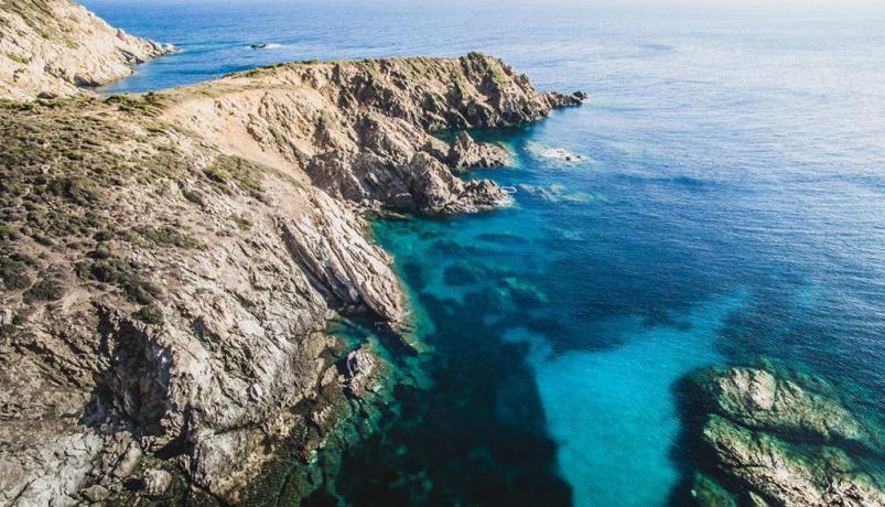 Promontorio nella Spiaggai di Cala-Marina in Sardegna