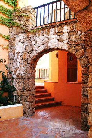 Arco in pietra albergo ad Arzachena