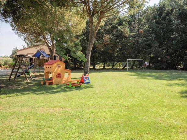 Agriturismo-Perugia: Campo Calcetto e Giochi-Bambini