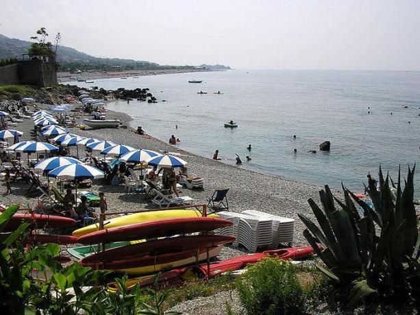 Spiaggia privata attrezzata dell'albergo a Cirella