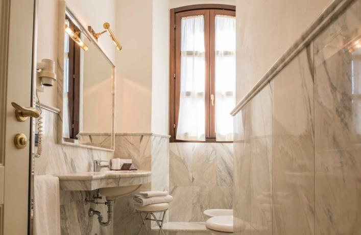 Set asciugamani e accappatoio hotel4stelle Verucchio