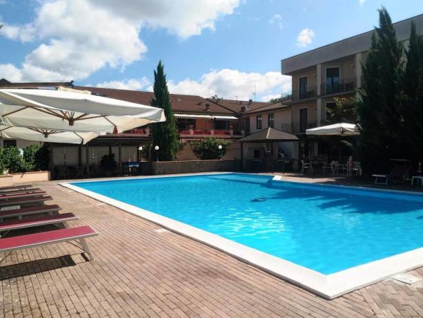 Albergo con piscina e solarium Toscana