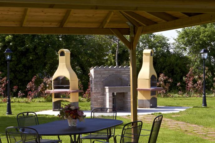 parco con gazebo e barbecue