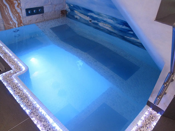 Minipiscina idromassaggio in camera luxury suite con - Hotel con piscina in camera ...