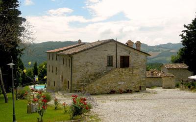 Casolare con appartamenti e ristorante Umbria